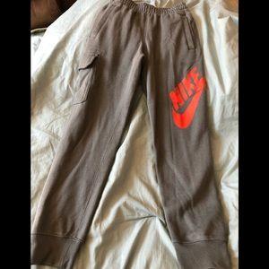 NIKE Therma-Fit Kids S fleece pants.
